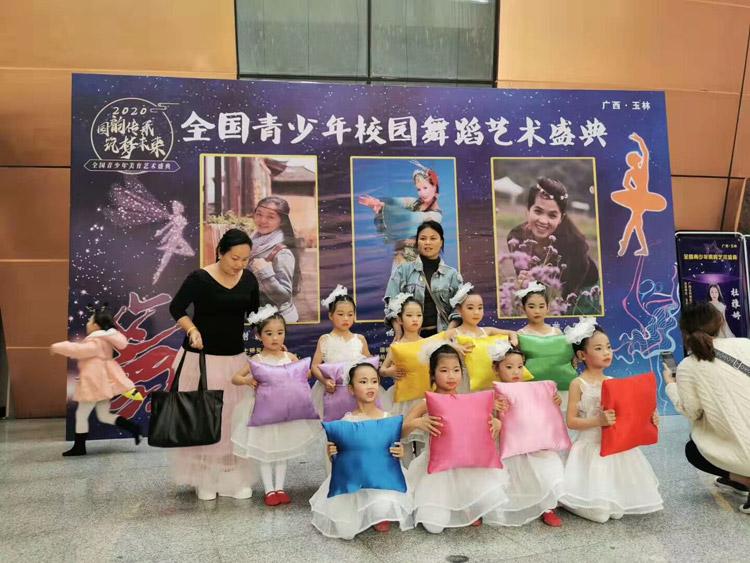 01全国青少年校园舞蹈艺术庆典.jpg