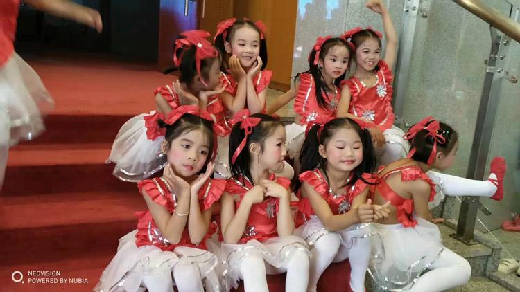 06全国青少年校园舞蹈艺术庆典.jpg