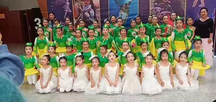 09全国青少年校园舞蹈艺术庆典.jpg