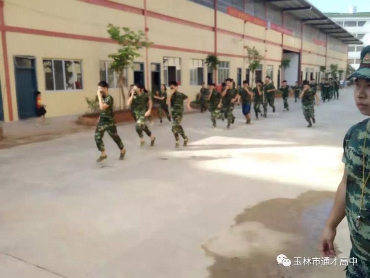 17军训演练.jpg